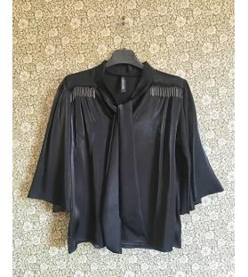 Casacca con colletto e nodo nero
